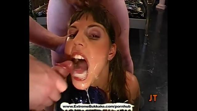 Une femelle soumise sert de receptacle a sperme