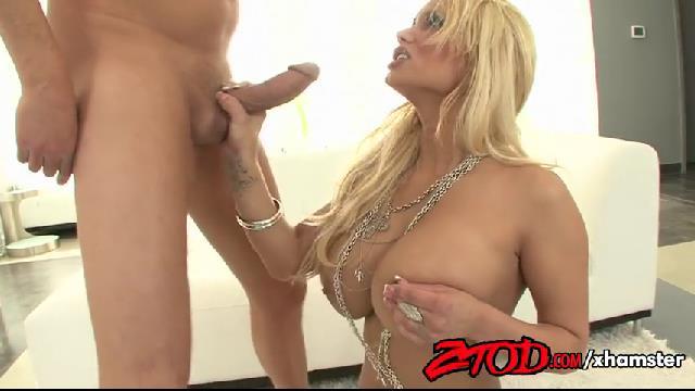 shyla stylez blonde a gros seins