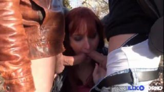 sydney libertine aux gros seins 90 E baise en trio