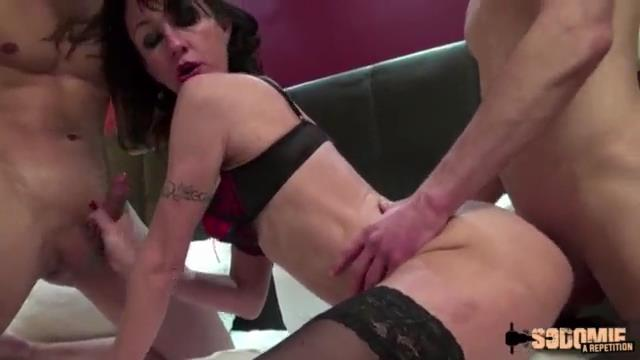 lyna cyper veut une double anal