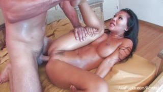 asa akira la pornstar asiatique baisee comme une chienne